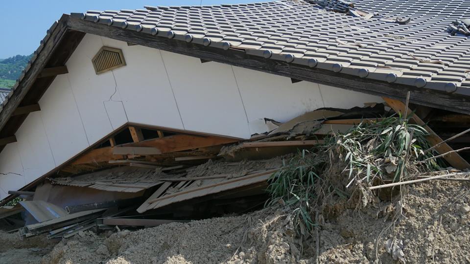 土砂で埋まってしまった家屋